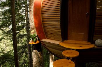 the-hemloft-a-secret-tree-house-in-the-canadian-woods-02.jpg